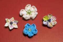 Χειροποίητα λουλούδια -15 υφάσματος Kanzashi στοκ εικόνες