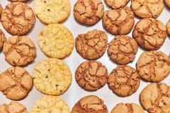 Χειροποίητα μικρά μπισκότα Πίνακας συμποσίου catering στοκ εικόνα