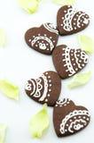 Χειροποίητα μπισκότα σοκολάτας μορφής καρδιών Στοκ εικόνα με δικαίωμα ελεύθερης χρήσης