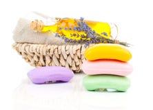 Χειροποίητα σαπούνια, lavender λουλούδια και πετρέλαιο Στοκ Φωτογραφίες