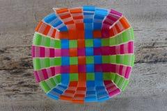 Χειροποίητα χρωματισμένα πλαστικά καλάθια Στοκ φωτογραφία με δικαίωμα ελεύθερης χρήσης