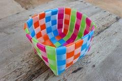Χειροποίητα χρωματισμένα πλαστικά καλάθια Στοκ φωτογραφίες με δικαίωμα ελεύθερης χρήσης