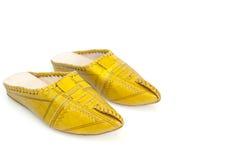 Χειροποίητες κίτρινες παντόφλες 2 του μαροκινού κοριτσιού Στοκ Φωτογραφία