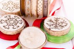 Χειροποίητη διακόσμηση διακοσμήσεων Χριστουγέννων Στοκ Φωτογραφίες
