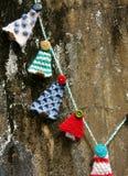 Χειροποίητη διακόσμηση, πλεκτό δέντρο πεύκων, Χριστούγεννα, Χριστούγεννα Στοκ Φωτογραφία