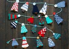 Χειροποίητη διακόσμηση, πλεκτό δέντρο πεύκων, Χριστούγεννα, Χριστούγεννα Στοκ Φωτογραφίες