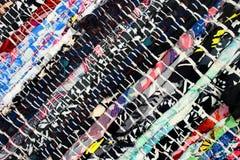 Χειροποίητη κουβέρτα φιαγμένη από ζωηρόχρωμα απορρίματα υφασμάτων στοκ εικόνες με δικαίωμα ελεύθερης χρήσης
