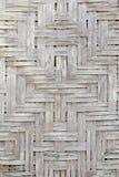Χειροποίητη ξύλινη ύφανση καλαθοπλεχτικής στοκ φωτογραφίες
