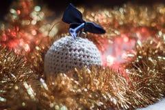 Χειροποίητη σφαίρα Χριστουγέννων Στοκ εικόνες με δικαίωμα ελεύθερης χρήσης
