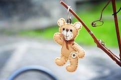 Χειροποίητος ένας teddy αντέχει στοκ εικόνα με δικαίωμα ελεύθερης χρήσης