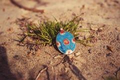 χειροποίητος Σκουλαρίκι στην άμμο Στοκ φωτογραφίες με δικαίωμα ελεύθερης χρήσης