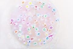 Χειροποίητος στενός επάνω βλέννας τρισδιάστατα παιχνίδια απεικόνισης παιδιών Μαλακή βλέννα Στοκ Εικόνες