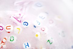 Χειροποίητος στενός επάνω βλέννας τρισδιάστατα παιχνίδια απεικόνισης παιδιών Μαλακή βλέννα Στοκ εικόνες με δικαίωμα ελεύθερης χρήσης