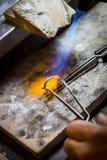 Χειροποίητο γαμήλιο δαχτυλίδι από το βιοτέχνη χρυσοχόων Στοκ Εικόνες
