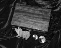 Χειροποίητο κιβώτιο κοσμήματος μαονιού στοκ εικόνες με δικαίωμα ελεύθερης χρήσης