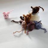 Χειροποίητο προϊόν ποντικιών, πλεκτοί αρουραίοι Στοκ Εικόνες
