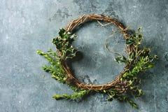 Χειροποίητο στεφάνι Χριστουγέννων Στοκ Φωτογραφία
