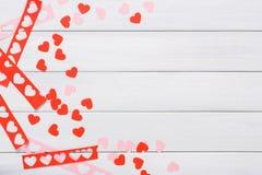 Χειροποίητο scrapbooking υπόβαθρο ημέρας βαλεντίνων, κάρτα καρδιών cut-$l*and-$l*paste Στοκ εικόνα με δικαίωμα ελεύθερης χρήσης