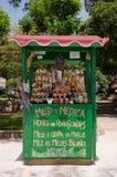Χειροτεχνικό κατάστημα honney στην παραλία Krk κοντά στην παλαιά πόλη στην Κροατία Στοκ φωτογραφία με δικαίωμα ελεύθερης χρήσης