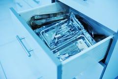Χειρουργικά όργανα σε ένα ειδικό κιβώτιο Στοκ Φωτογραφία