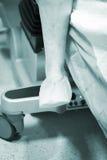 Χειρουργική επέμβαση γονάτων λειτουργούντων δωματίων νοσοκομείων Στοκ Φωτογραφίες