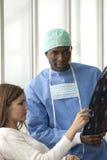 Χειρούργος και ασθενής στοκ φωτογραφίες