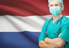 Χειρούργος με τη εθνική σημαία στη σειρά υποβάθρου - Κάτω Χώρες Στοκ εικόνα με δικαίωμα ελεύθερης χρήσης