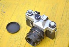 Χειρωνακτική κάμερα, εκλεκτής ποιότητας φακός, Zenit TTL, εκλεκτής ποιότητας κάμερα, Lomo, κάμερα της ΕΣΣΔ, αναδρομική ταινία Στοκ Εικόνα