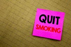 Χειρόγραφος τίτλος κειμένων που παρουσιάζει εγκαταλειμμένο κάπνισμα Επιχειρησιακή έννοια που γράφει για τη στάση για το τσιγάρο π Στοκ Φωτογραφίες