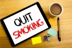 Χειρόγραφος τίτλος κειμένων που παρουσιάζει εγκαταλειμμένο κάπνισμα Επιχειρησιακή έννοια που γράφει για τη στάση για το τσιγάρο π Στοκ εικόνες με δικαίωμα ελεύθερης χρήσης