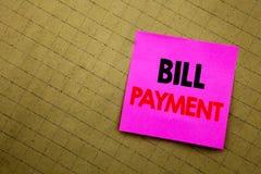 Χειρόγραφος τίτλος κειμένων που παρουσιάζει πληρωμή του Μπιλ Η επιχειρησιακή έννοια που γράφει για την τιμολόγηση πληρώνει τις δα στοκ εικόνα με δικαίωμα ελεύθερης χρήσης