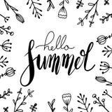 Χειρόγραφο καλοκαίρι εγγραφής γειά σου με τα λουλούδια doodle Τετραγωνική ευχετήρια κάρτα με το θετικό απόσπασμα για την έμπνευση διανυσματική απεικόνιση