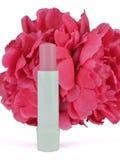 Χειλικό βάλσαμο με το τεχνητό λουλούδι Στοκ εικόνες με δικαίωμα ελεύθερης χρήσης