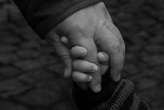 Χεριών εκμετάλλευσης του Peter Στοκ φωτογραφία με δικαίωμα ελεύθερης χρήσης