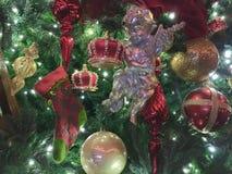 Χερουβείμ σε ένα χριστουγεννιάτικο δέντρο στοκ φωτογραφία