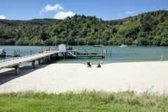 Χερσόνησος Νέα Ζηλανδία Whanagamata Coromandel ποταμών Wentworth λιμενοβραχιόνων αποβαθρών Whangamata Στοκ Εικόνες