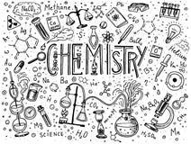 Χημεία του συνόλου εικονιδίων Πίνακας κιμωλίας με τα στοιχεία, τους τύπους, τον εξοπλισμό ατόμων, δοκιμή-σωλήνων και εργαστηρίων  Στοκ Φωτογραφία