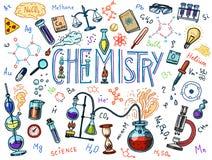 Χημεία του συνόλου εικονιδίων Πίνακας κιμωλίας με τα στοιχεία, τους τύπους, τον εξοπλισμό ατόμων, δοκιμή-σωλήνων και εργαστηρίων  Στοκ φωτογραφίες με δικαίωμα ελεύθερης χρήσης