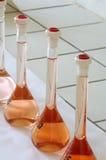 Χημικά αντικείμενα εργαστηριακών φιαλών Στοκ φωτογραφία με δικαίωμα ελεύθερης χρήσης