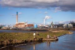 Χημικές εγκαταστάσεις εργοστασίων επεξεργασίας Στοκ φωτογραφία με δικαίωμα ελεύθερης χρήσης
