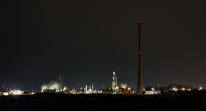 Χημικές εγκαταστάσεις καθαρισμού τη νύχτα Στοκ εικόνες με δικαίωμα ελεύθερης χρήσης