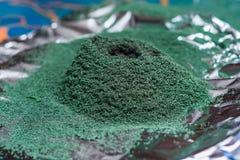 Χημική αντίδραση του διχρωμικού άλατος αμμωνίου εάν αναφλέγει Στοκ φωτογραφία με δικαίωμα ελεύθερης χρήσης