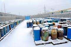 Χημική απόρριψη αποβλήτων με πολλά βαρέλια Στοκ φωτογραφία με δικαίωμα ελεύθερης χρήσης