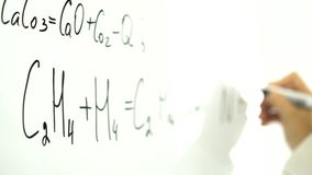 Χημικός και μαθηματικός τοίχος εξισώσεων εν πλω απόθεμα βίντεο