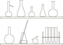 Χημικός σωλήνας δοκιμής στο ράφι Μαύρα λεπτά περιγράμματα στο λευκό Στοκ Εικόνες