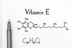 Χημικός τύπος της βιταμίνης Ε με τη μαύρη μάνδρα στοκ φωτογραφία