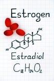 Χημικός τύπος του οιστρογόνου - estradiol E2 με τα κόκκινα χάπια στοκ εικόνες με δικαίωμα ελεύθερης χρήσης