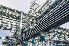 Χημικό εργοστάσιο που παράγει το συνθετικό λάστιχο Στοκ Φωτογραφία