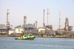 χημικό πετρέλαιο εργοστ&alp Στοκ εικόνα με δικαίωμα ελεύθερης χρήσης
