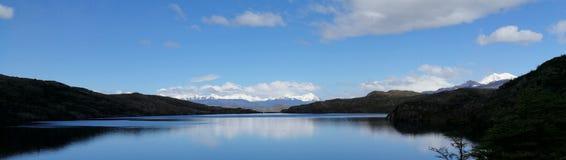Χιλή Παταγωνία εθνικό Park Torres Del Paine Over η οδοιπορία κυκλωμάτων λιμνών W Pehoe στοκ φωτογραφίες